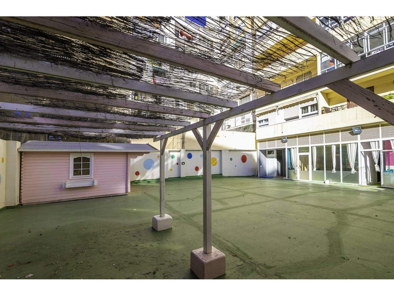 5 bedroom Commercial for sale in Valencia city - € 440,000 (Ref: 5777457)