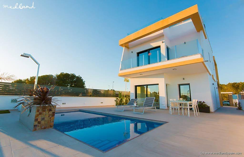 Chalet de 3 habitaciones en Pilar de la Horadada en venta con piscina - 330.000 € (Ref: 3150698)