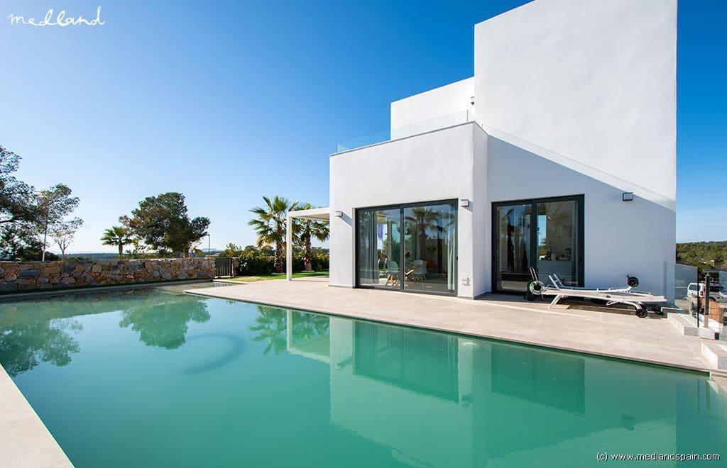 Chalet de 3 habitaciones en Las Colinas Golf en venta con piscina garaje - 469.000 € (Ref: 3240684)