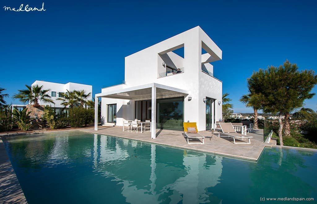 Chalet de 3 habitaciones en Las Colinas Golf en venta con piscina garaje - 549.000 € (Ref: 3240685)