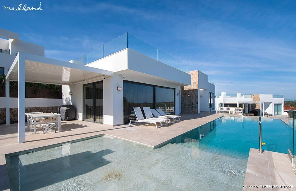 Chalet de 3 habitaciones en Las Colinas Golf en venta con piscina garaje - 499.000 € (Ref: 3965250)