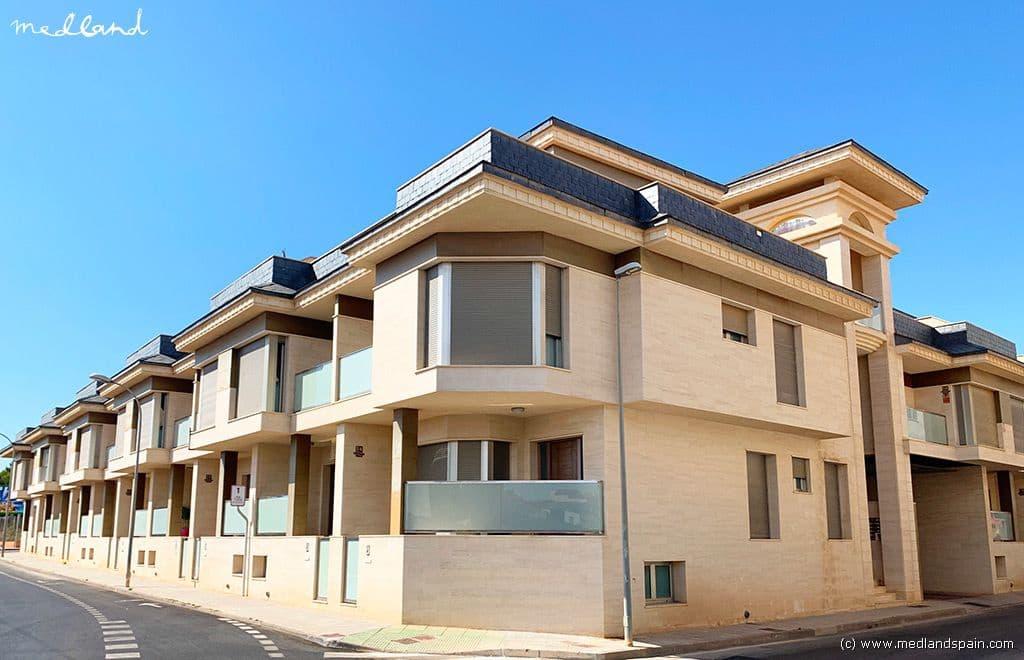 Casa de 3 habitaciones en Pilar de la Horadada en venta con piscina garaje - 251.000 € (Ref: 5074256)