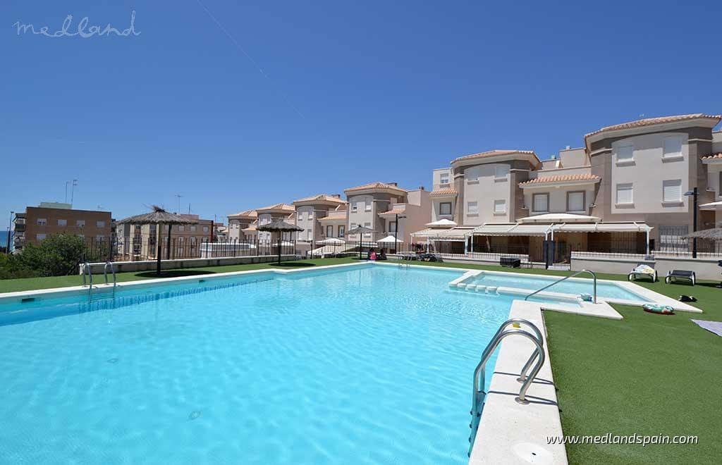 3 quarto Casa em Banda para venda em Santa Pola com piscina - 198 000 € (Ref: 5879345)