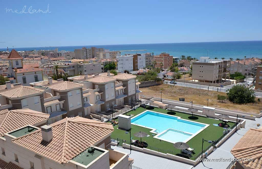 3 quarto Apartamento para venda em Santa Pola com piscina - 242 000 € (Ref: 5879346)