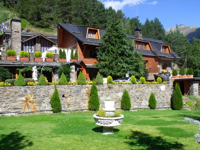 6 bedroom Finca/Country House for sale in La Seu d'Urgell with garage - € 9,500,000 (Ref: 4560261)