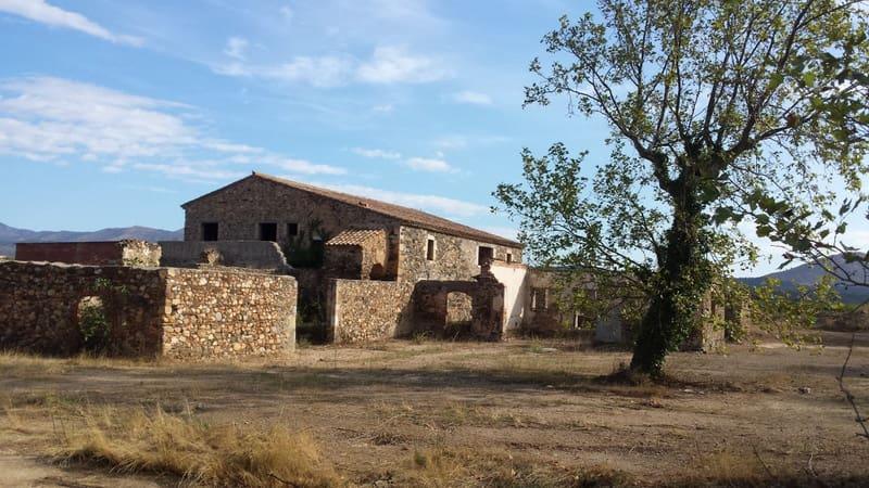 8 soveværelse Finca/Landehus til salg i Garriguella med garage - € 1.380.000 (Ref: 4560264)
