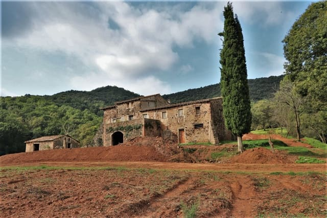 5 bedroom Finca/Country House for sale in Olot - € 390,000 (Ref: 4560318)