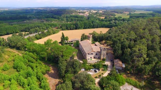 8 makuuhuone Maalaistalo myytävänä paikassa Sant Jordi Desvalls mukana uima-altaan  autotalli - 1 980 000 € (Ref: 4589229)