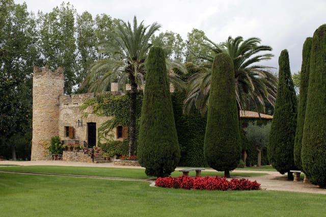 8 makuuhuone Maalaistalo myytävänä paikassa La Bisbal d'Emporda mukana uima-altaan  autotalli - 2 200 000 € (Ref: 4589234)