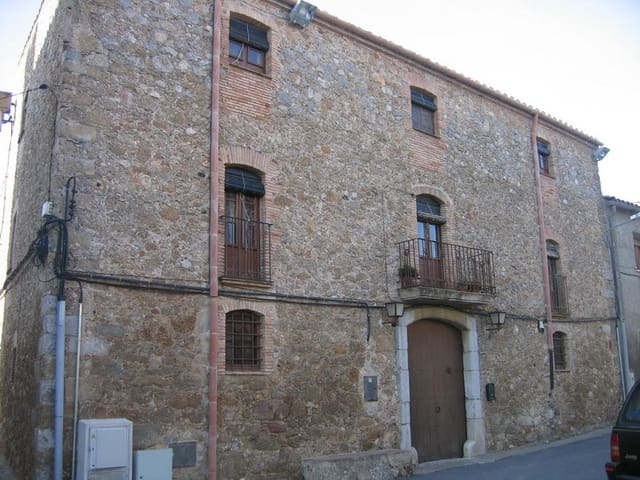 8 bedroom Townhouse for sale in Verges with garage - € 600,000 (Ref: 4608667)