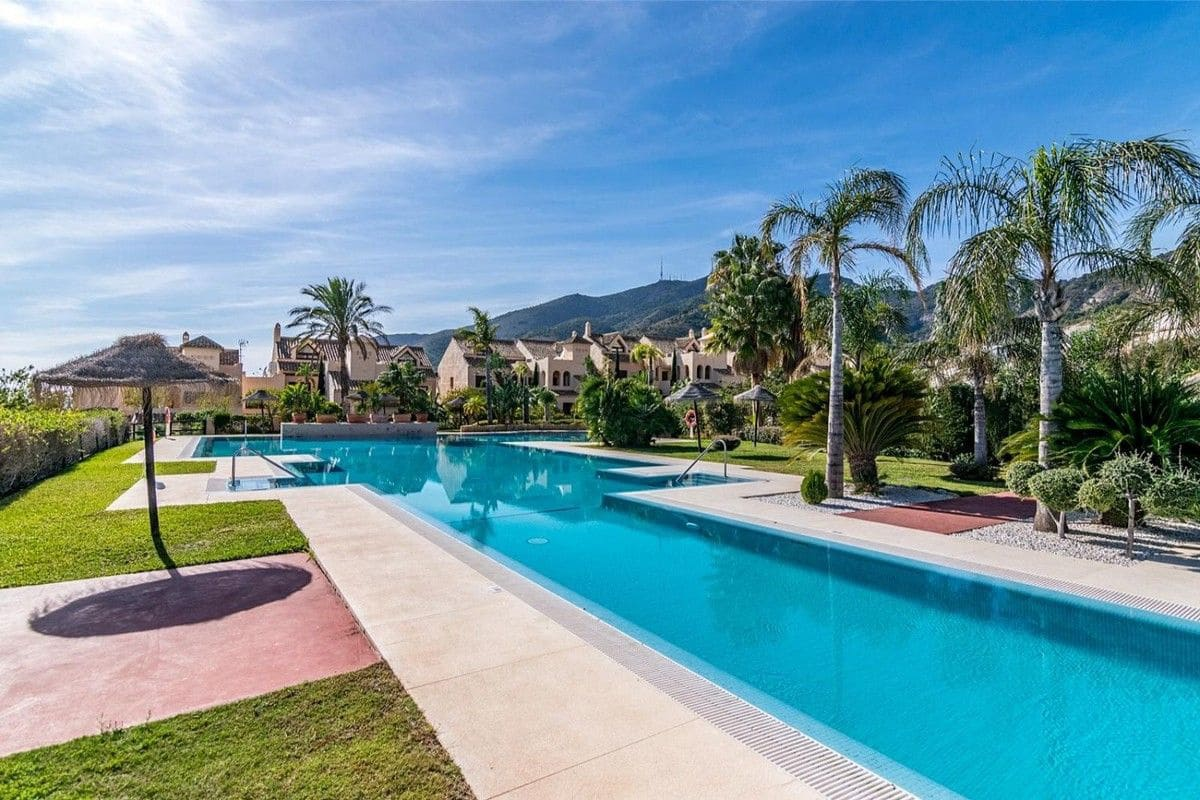 2 bedroom Penthouse for sale in Benalmadena with pool garage - € 350,000 (Ref: 5125842)