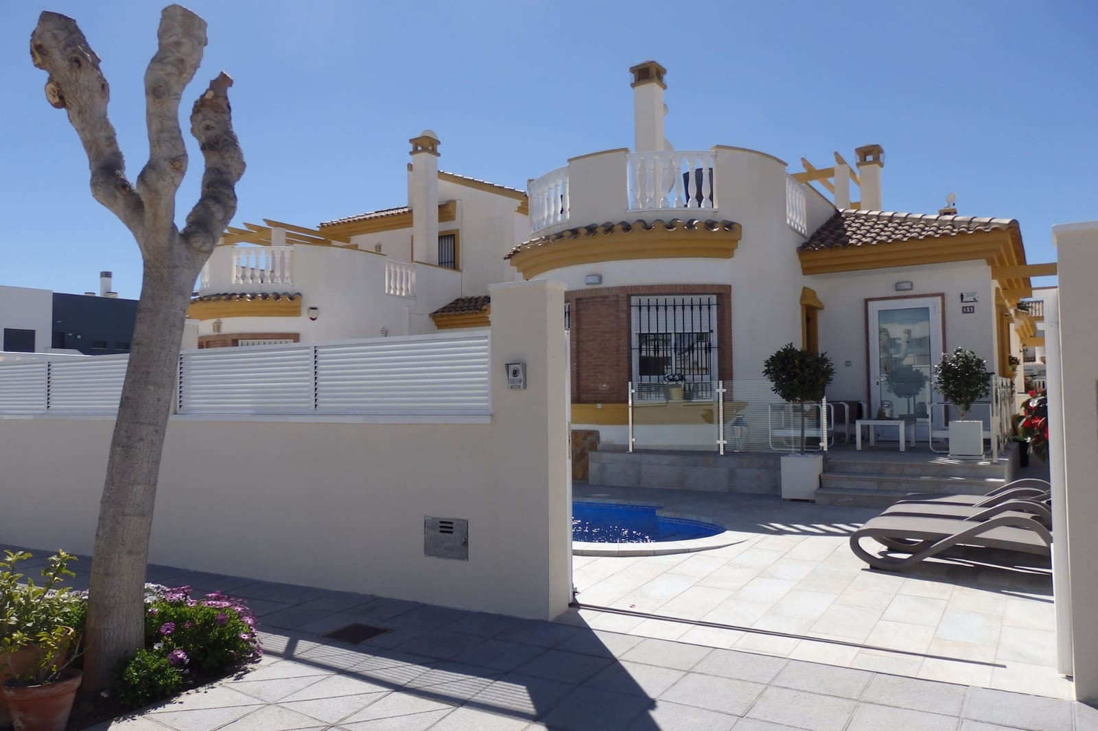 Chalet de 2 habitaciones en Pilar de la Horadada en venta con piscina - 220.000 € (Ref: 4658509)