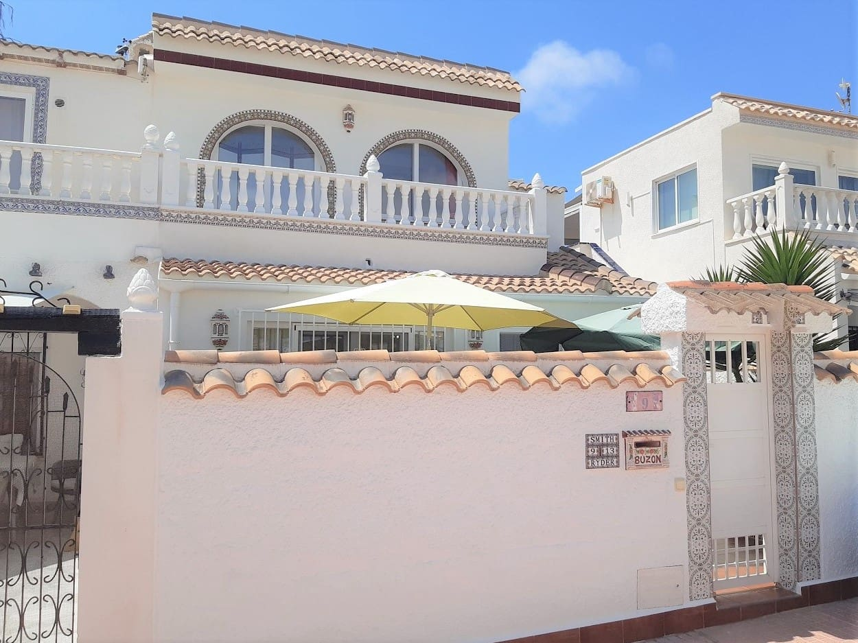 3 bedroom Townhouse for sale in Torrevieja - € 145,000 (Ref: 6250681)