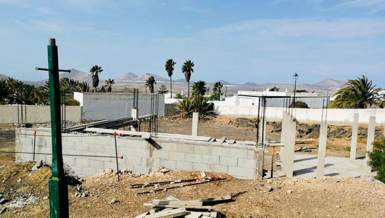Grunde uden byggetilladelser til salg i Teguise - € 129.000 (Ref: 5639006)