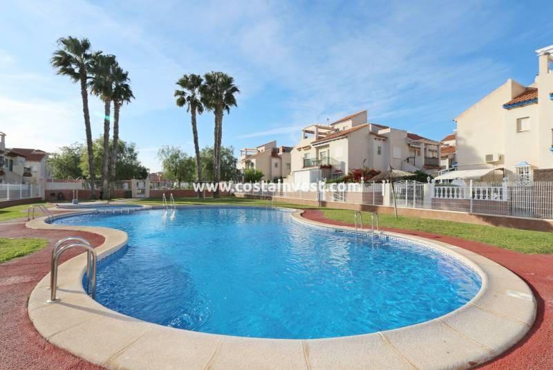 Bungalow de 2 habitaciones en Playa Flamenca en venta con piscina - 82.000 € (Ref: 5004106)