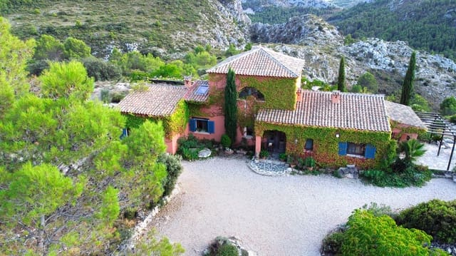 5 bedroom Finca/Country House for sale in Tarbena - € 950,000 (Ref: 5946207)