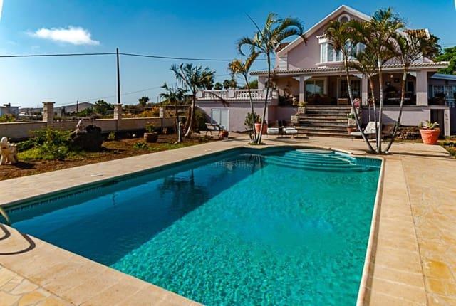 4 sypialnia Willa na sprzedaż w Los Llanos de Aridane z basenem garażem - 720 000 € (Ref: 4758381)