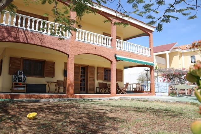 4 bedroom Townhouse for sale in San Bartolome de Tirajana with garage - € 950,000 (Ref: 4493046)