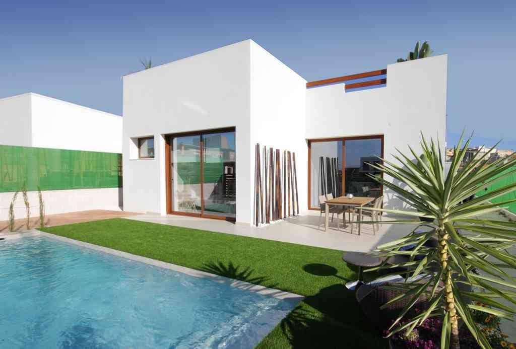 Chalet de 3 habitaciones en Benijófar en venta con piscina - 329.900 € (Ref: 4996445)