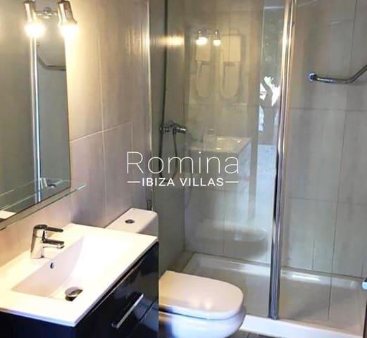 4 soveværelse Villa til salg i Playa d'en Bossa med swimmingpool - € 810.000 (Ref: 5344485)