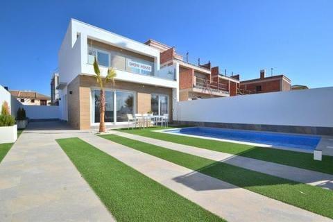 Chalet de 3 habitaciones en Pilar de la Horadada en venta con piscina - 289.000 € (Ref: 4494213)