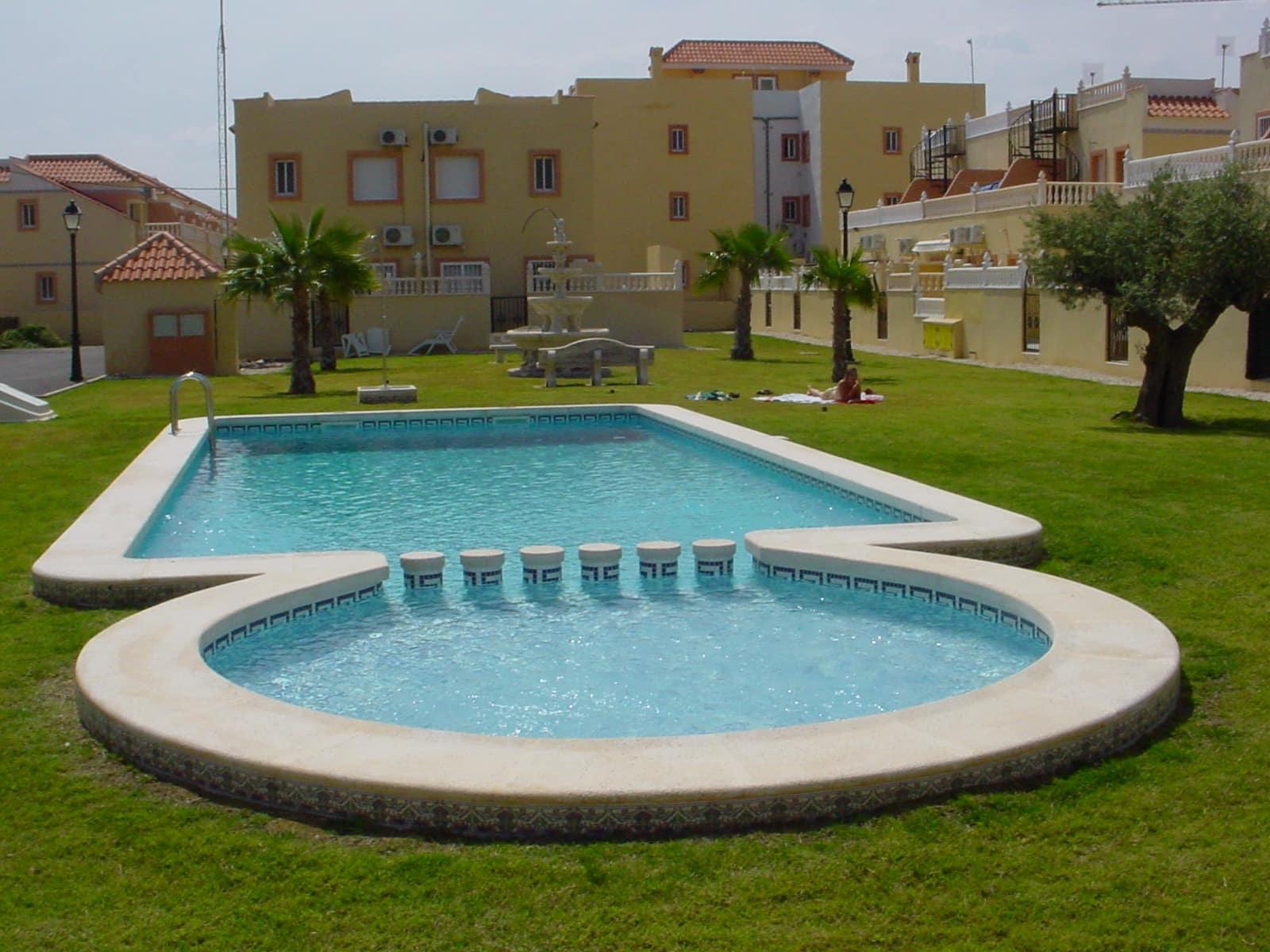 2 sovrum Bungalow att hyra i La Zenia med pool - 600 € (Ref: 4282282)