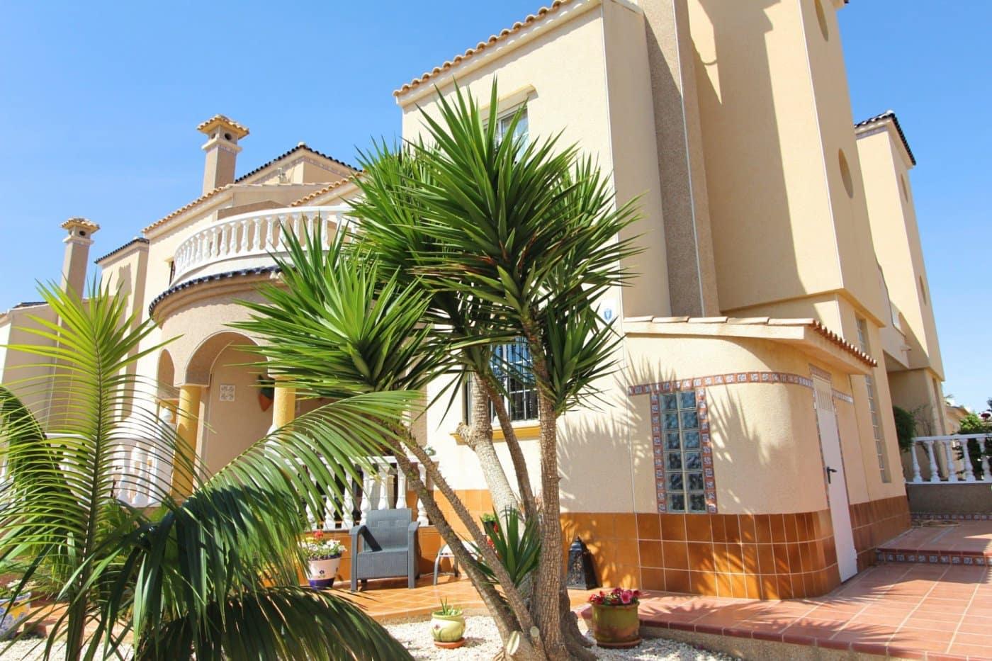 Adosado de 3 habitaciones en Cabo Roig en venta con piscina - 201.000 € (Ref: 4647741)