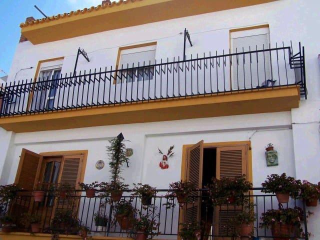 14 bedroom Townhouse for sale in Nerja - € 997,500 (Ref: 3842479)