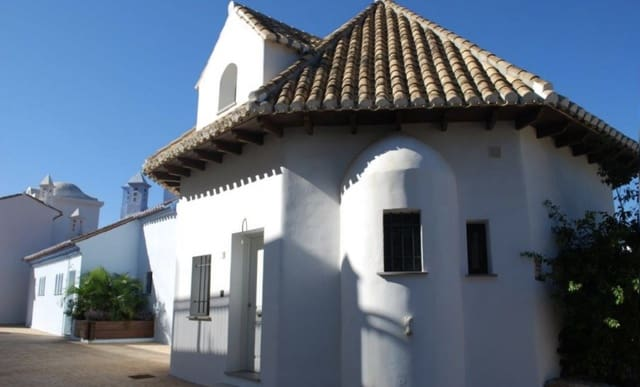 4 bedroom Semi-detached Villa for sale in La Herradura with pool garage - € 357,000 (Ref: 5941860)