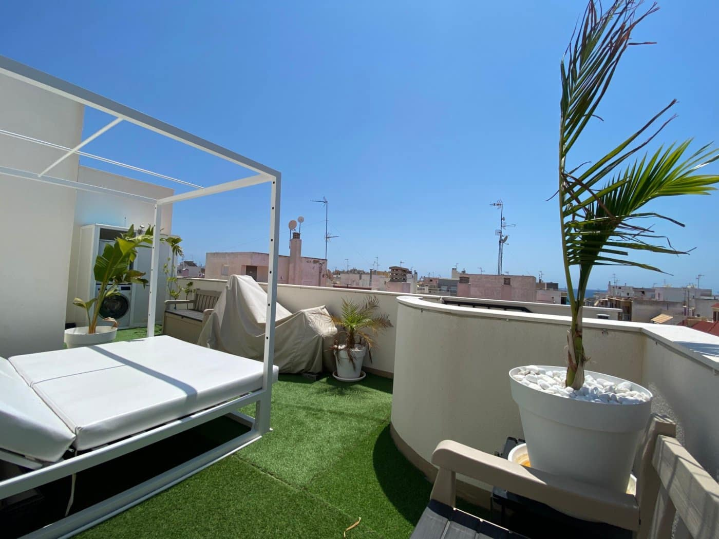 2 bedroom Penthouse for sale in Torrevieja with pool - € 235,000 (Ref: 3978322)