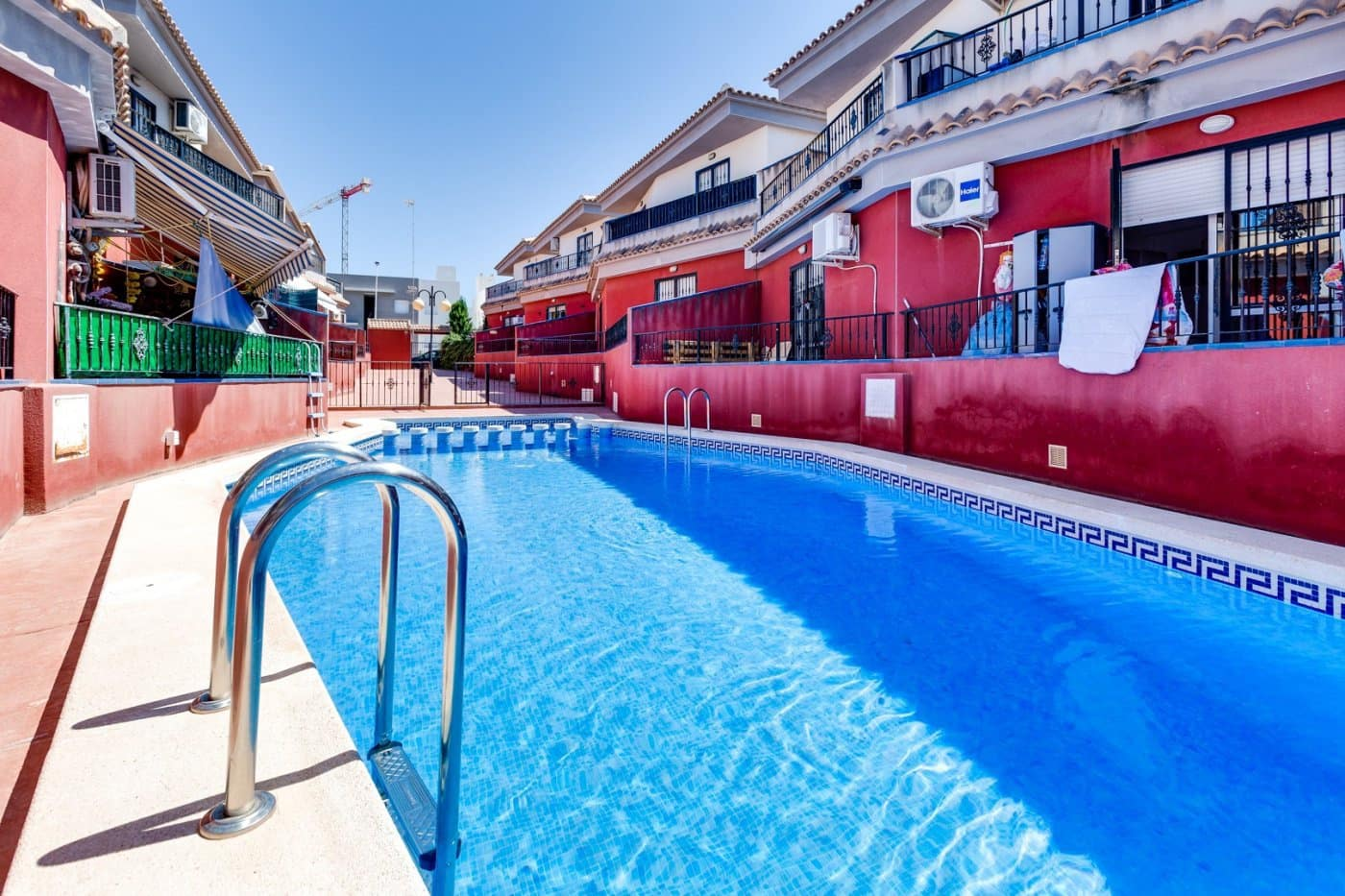 3 bedroom Terraced Villa for holiday rental in Torrevieja with pool - € 600 (Ref: 3821203)