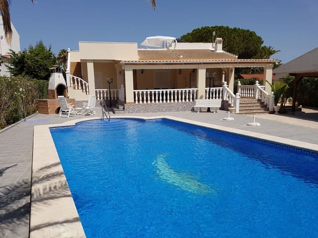 4 bedroom Villa for holiday rental in La Siesta with pool - € 1,200 (Ref: 5299685)