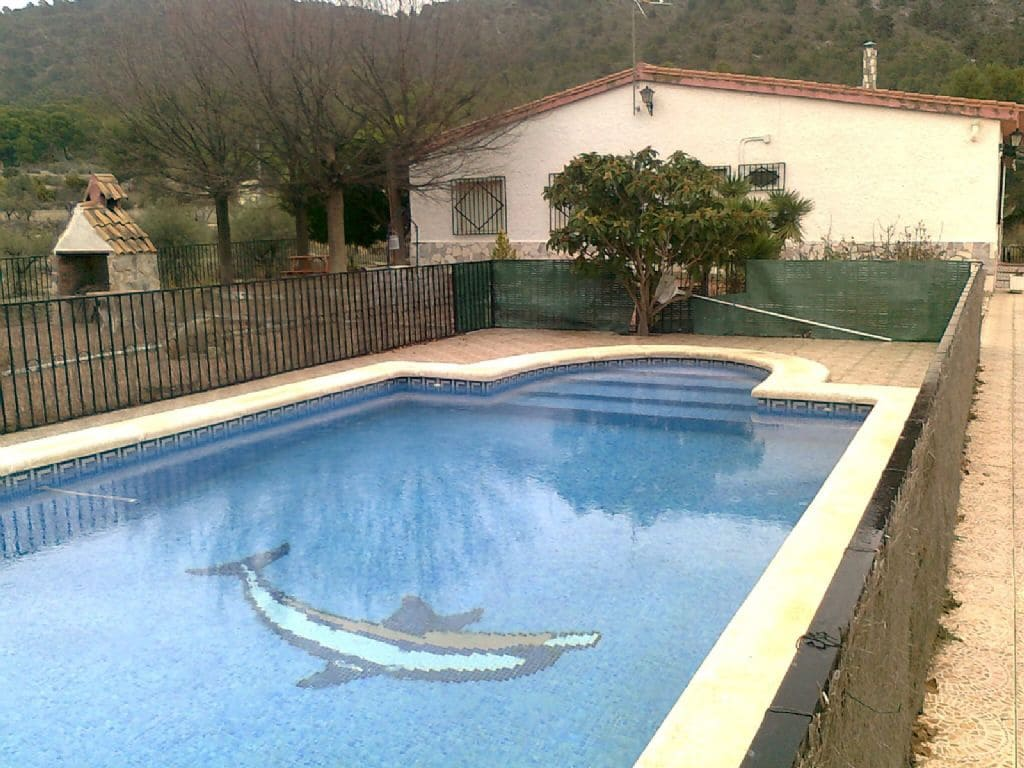 5 bedroom Finca/Country House for sale in Petrel / Petrer with pool - € 169,000 (Ref: 5384838)