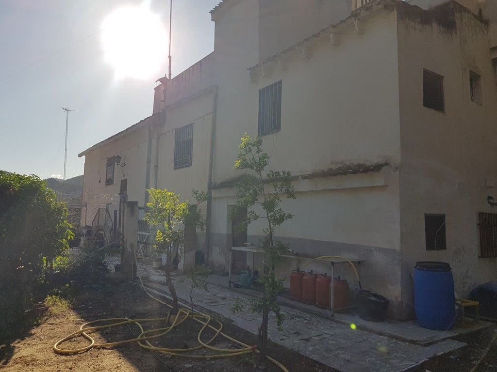 3 bedroom Finca/Country House for sale in Petrel / Petrer - € 65,000 (Ref: 5384879)