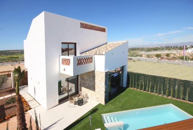 Chalet de 3 habitaciones en Benijófar en venta con piscina - 239.900 € (Ref: 4014400)