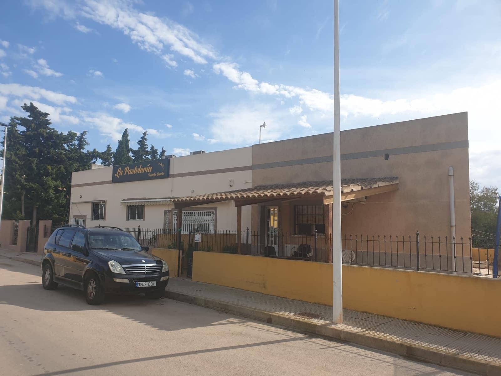 3 sypialnia Komercyjne na sprzedaż w Los Alcazares z garażem - 315 000 € (Ref: 5687067)
