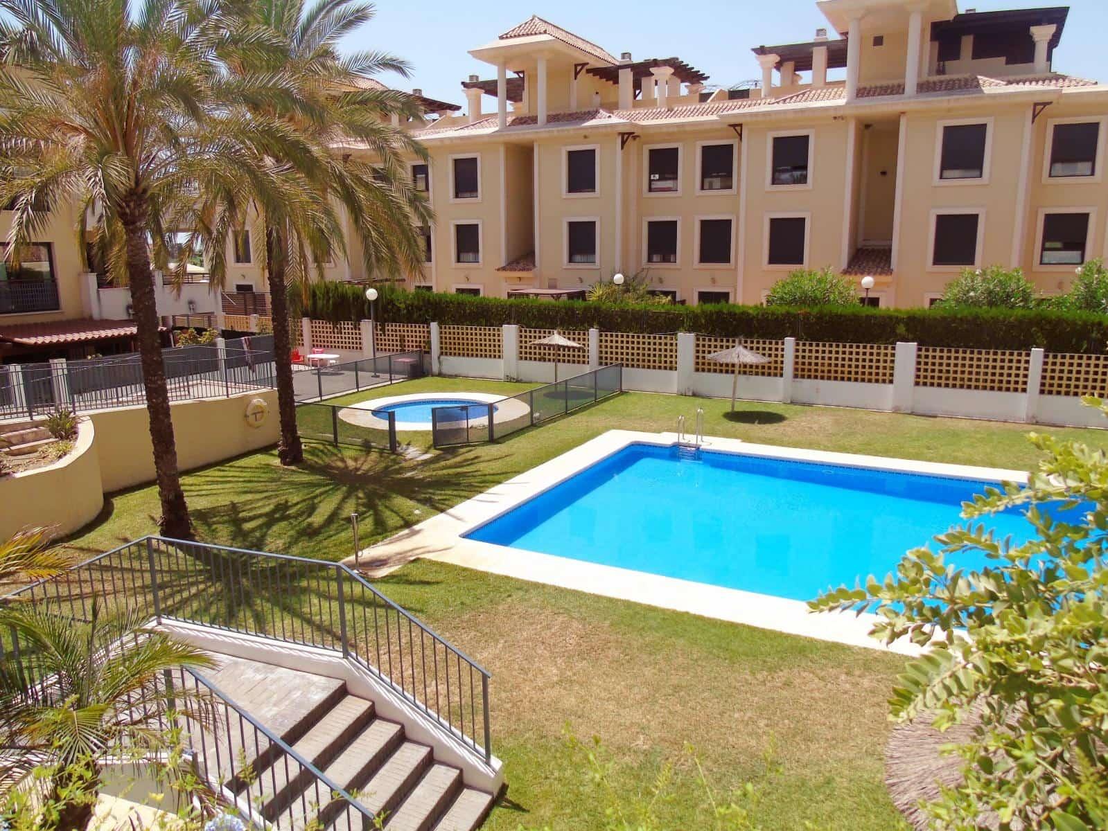 3 slaapkamer Strandappartement te huur in Benajarafe met zwembad garage - € 700 (Ref: 3583070)