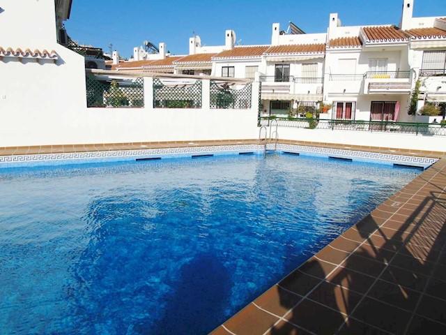4 makuuhuone Paritalo myytävänä paikassa Caleta de Velez mukana uima-altaan  autotalli - 299 250 € (Ref: 3906627)