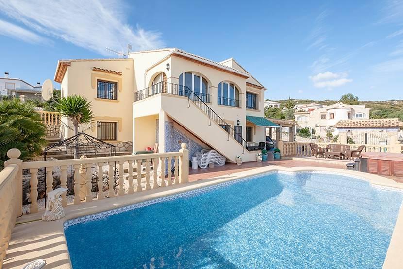 5 bedroom Villa for sale in Rafol de Almunia with pool - € 310,000 (Ref: 3785181)