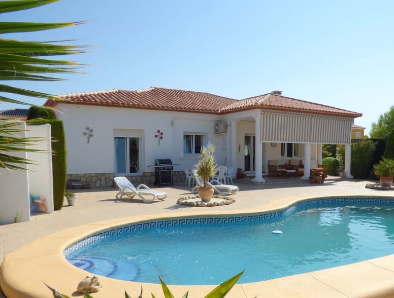Chalet de 3 habitaciones en Beniarbeig en venta con piscina - 340.000 € (Ref: 4160934)