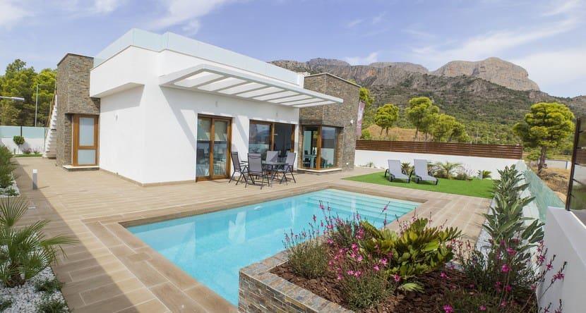 Chalet de 3 habitaciones en Polop en venta con piscina - 320.000 € (Ref: 4329198)