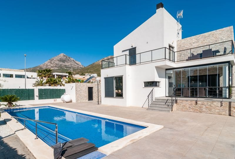 3 bedroom Villa for sale in Polop with pool garage - € 500,000 (Ref: 3152464)