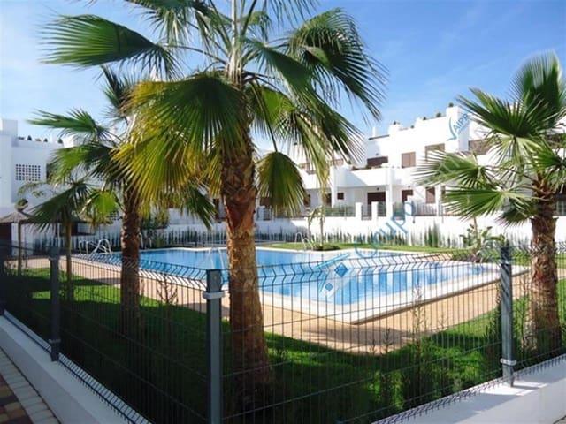 Ático de 2 habitaciones en San Juan de los Terreros en alquiler vacacional con piscina - 550 € (Ref: 5175494)