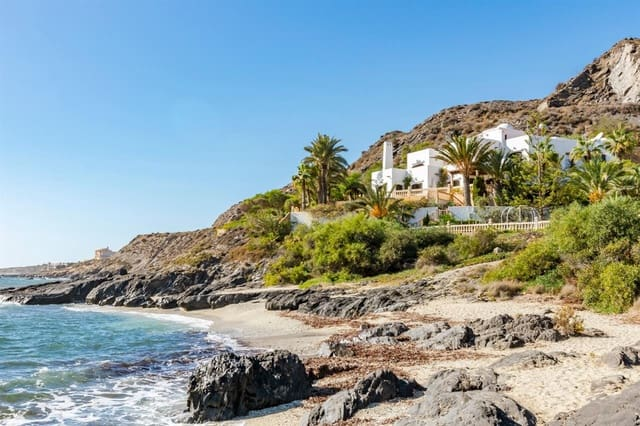 6 bedroom Villa for sale in Cala Panizo with pool - € 1,900,000 (Ref: 5701529)