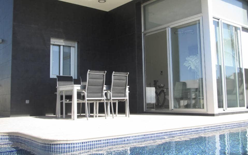 Chalet de 3 habitaciones en Pilar de la Horadada en venta con piscina - 263.000 € (Ref: 2765437)