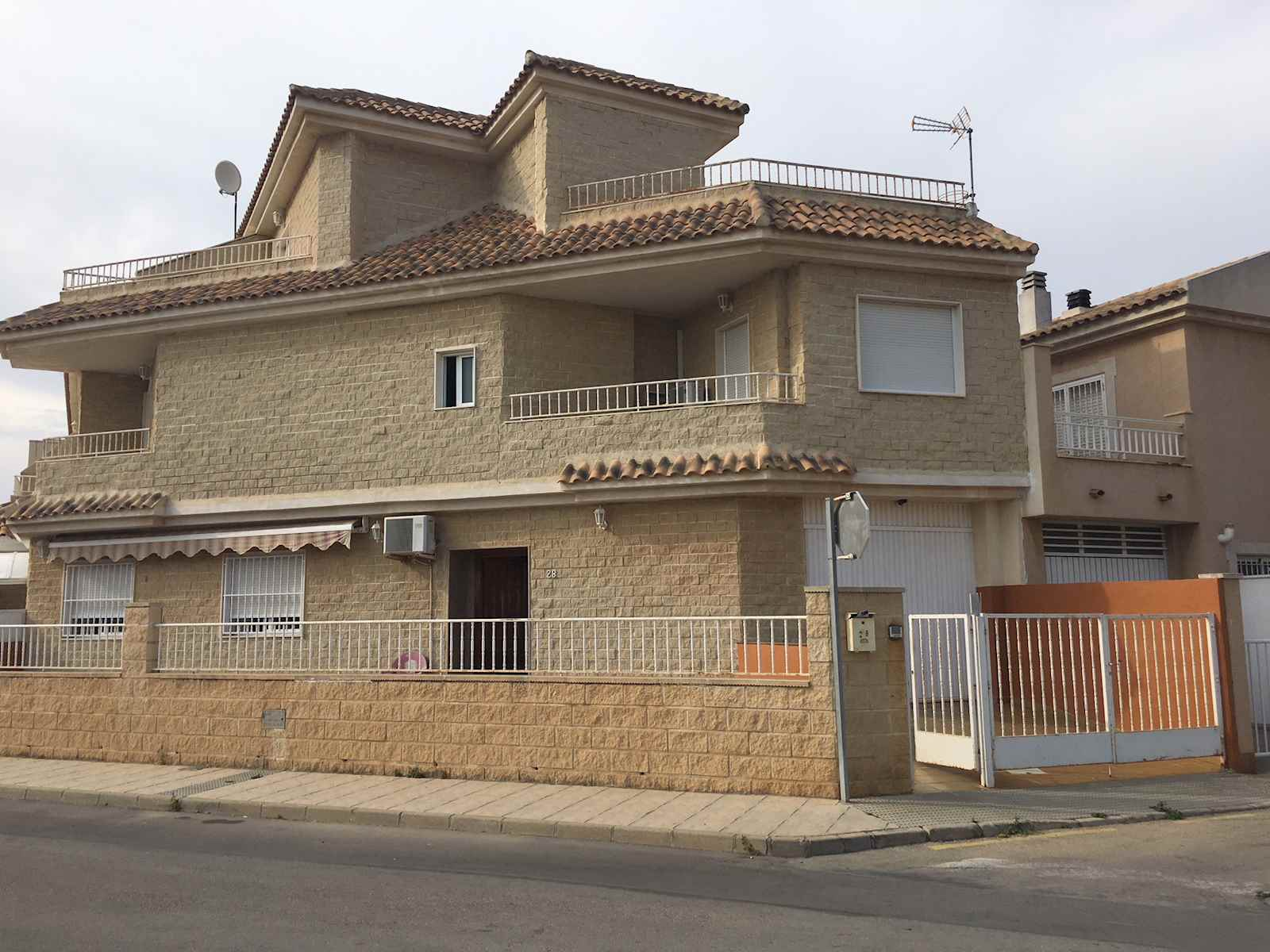 4 bedroom Townhouse for sale in San Pedro del Pinatar with garage - € 190,000 (Ref: 3946417)