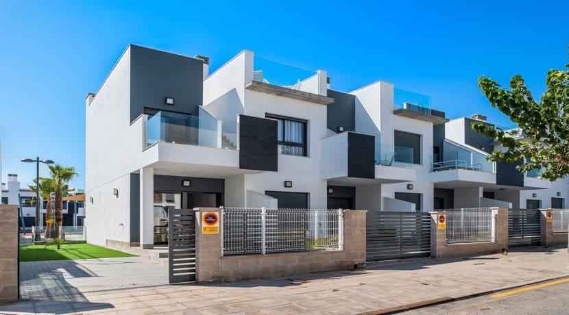Bungalow de 1 habitación en Pilar de la Horadada en venta con piscina garaje - 64.900 € (Ref: 4318710)