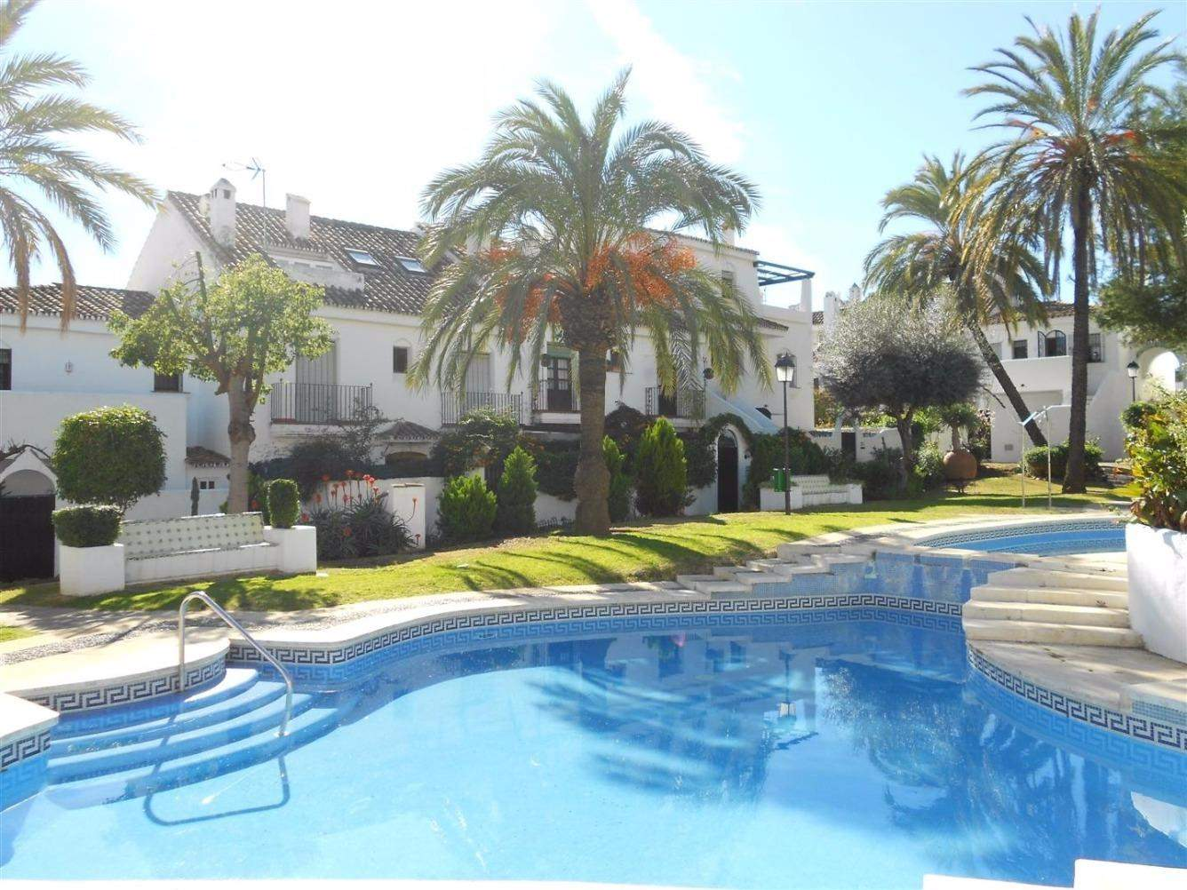 3 bedroom Terraced Villa for sale in Marbella with pool - € 259,000 (Ref: 3537127)