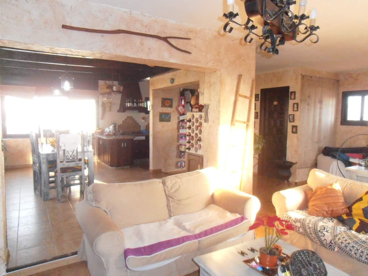 3 bedroom Villa for sale in Marbella with pool - € 255,000 (Ref: 3537164)
