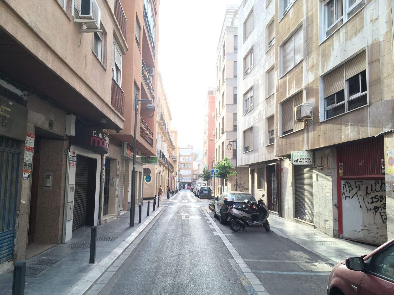 Commercieel te huur in Almeria stad - € 350 (Ref: 3914378)